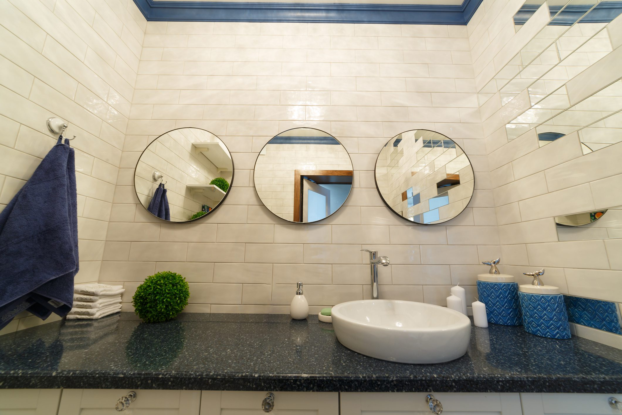 5 Must Haves for Powder Rooms in 2021
